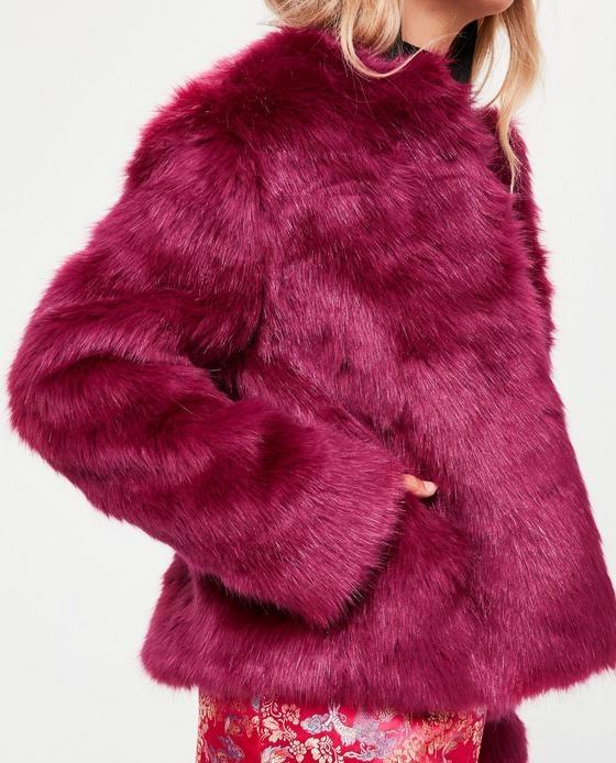 manteau fausse fourrure court fuschia