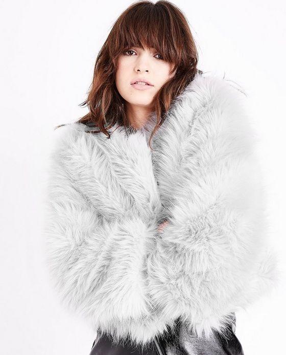 manteau fausse fourrure court gris