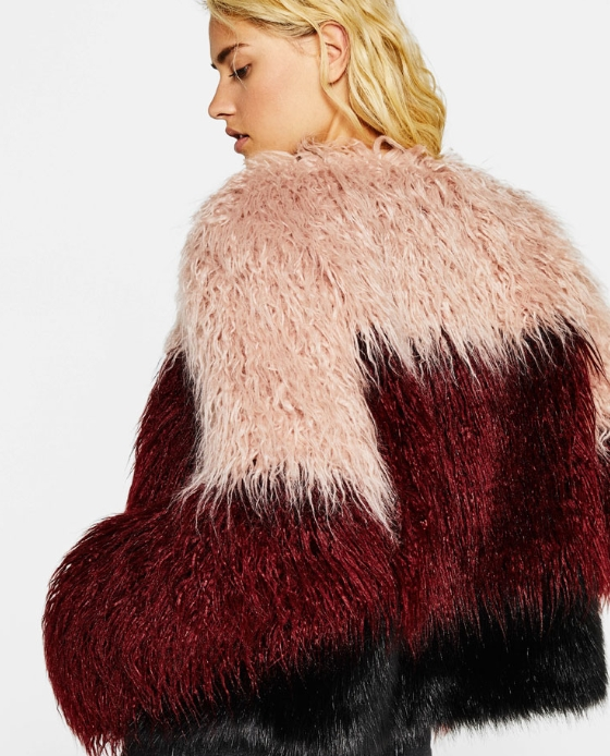 manteau fausse fourrure court rouge noir