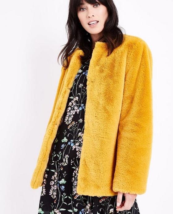 manteau fausse fourrure long jaune