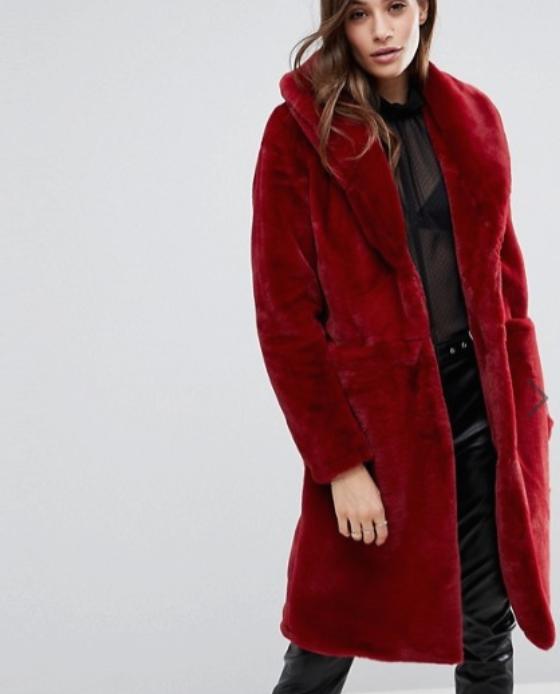 manteau fausse fourrure long rouge