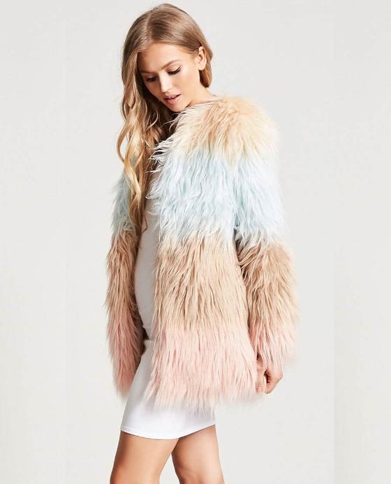 veste fausse fourrure rose bleu